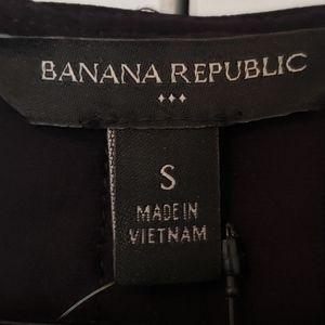 Banana Republic Tops - NWT Banana Republic Pleated V-neck Tank (sz S,blk)